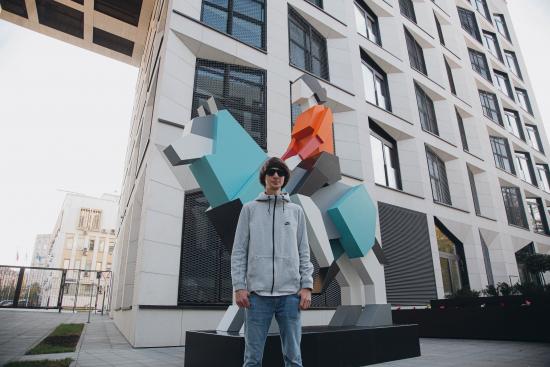 dmitrij-aske-i-skuljptura-hranitelj.jpg