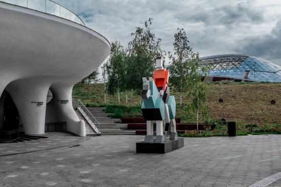 skuljptura-hranitelj-v-zarjadje.jpg