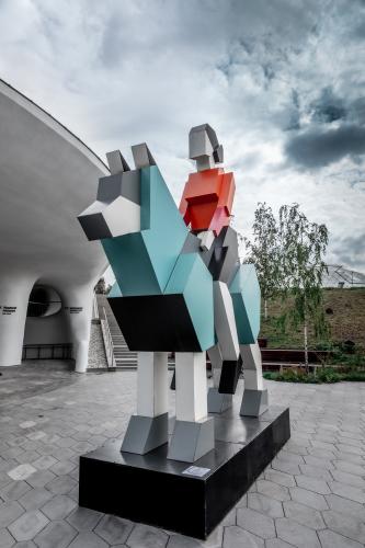 skuljptura-hranitelj-v-zarjadje......jpg